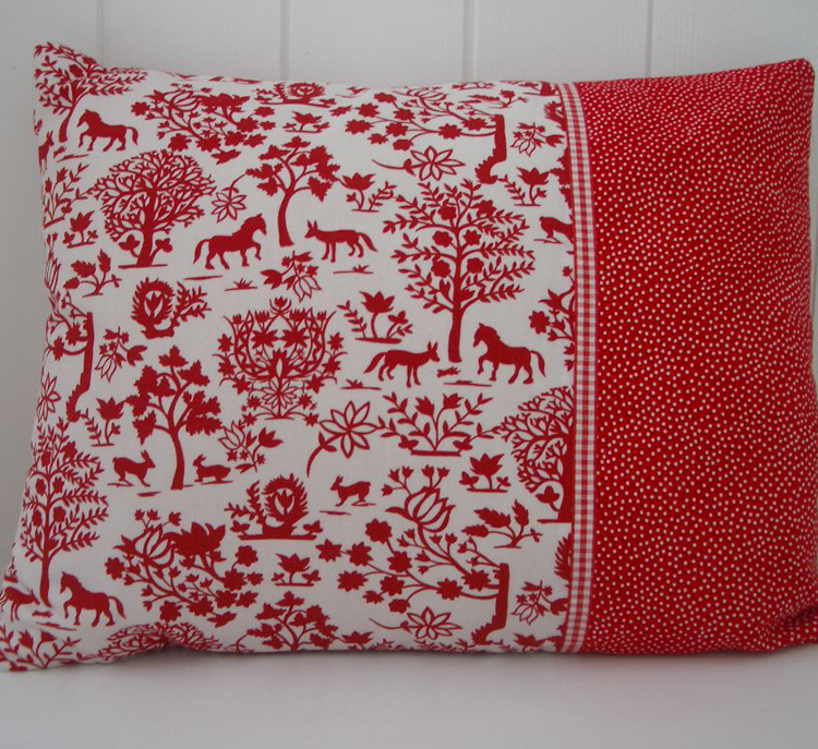 Redandwhiteforestcushion
